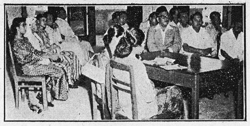 Di antara yang turut hadir di majlis mesyuarat agung Pekemas ialah empat orang wanita Melayu, di antaranya ialah Ibu Zain